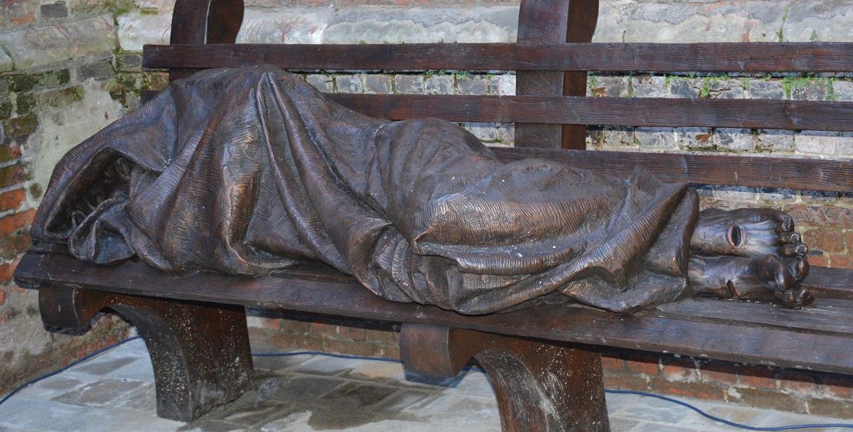 http://www.cathobel.be/2018/02/08/50-ans-de-santegidio-statue-homeless-jesus-a-anvers/
